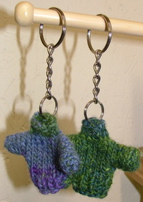 Tiny_sweater_key_chains_002_1