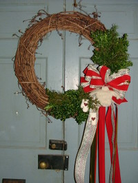 Wreath_with_tiny_sweater_001_1